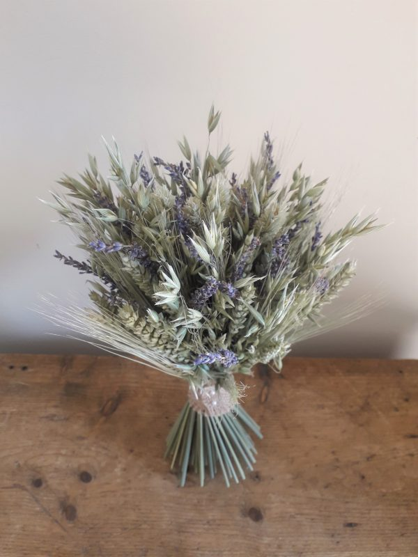 simple dried flower bouquet